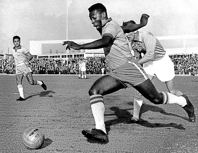 Pelé playing during the 1960 World Cup